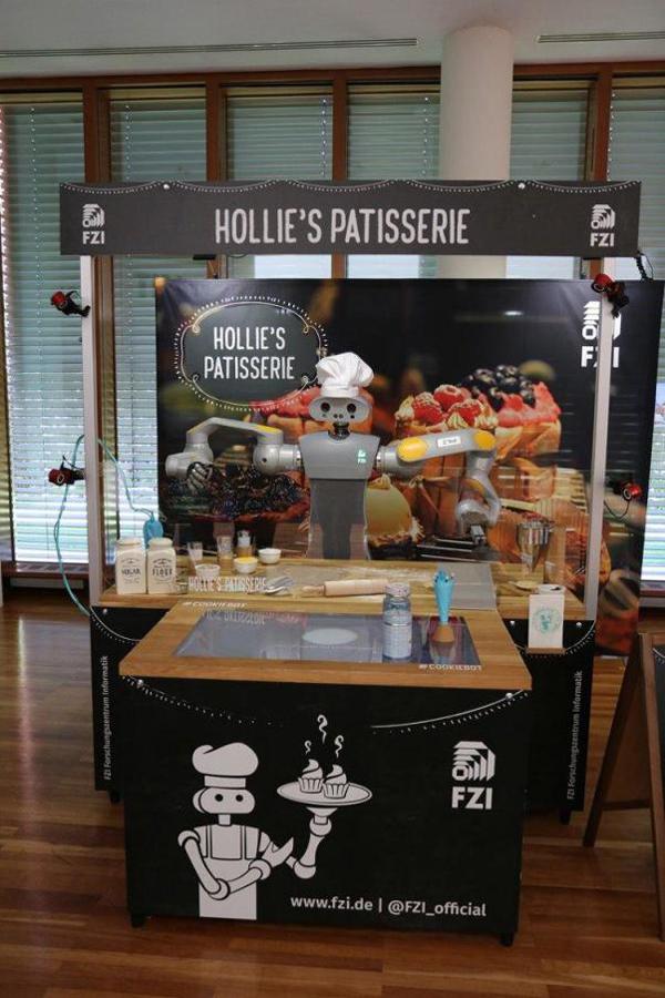 机器人HoLLiE的蛋糕店