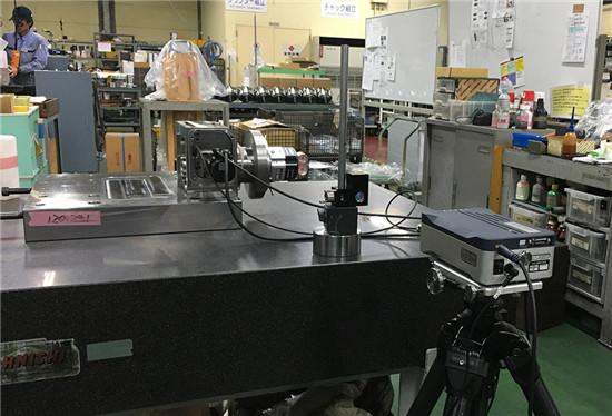 使用雷尼绍XR20-W搭配XL-80激光干涉仪进行出厂前检测