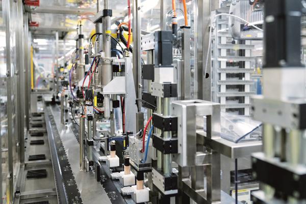 灵活的F24生产线配备了39台倍福AM8000系列伺服电机